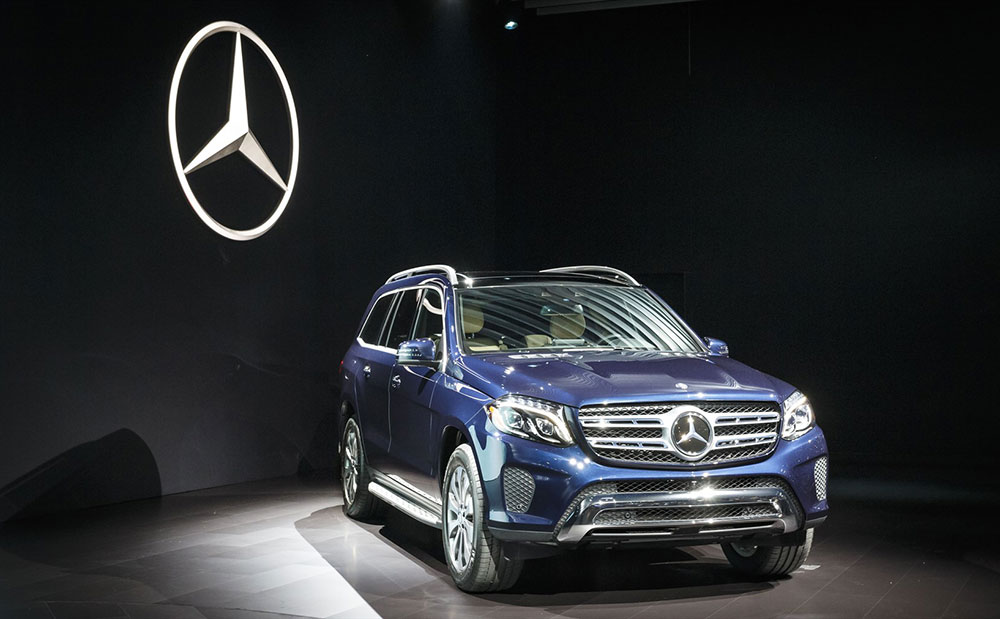 mercedes benz gls debuts at the 2015 los angeles auto show leisure. Cars Review. Best American Auto & Cars Review