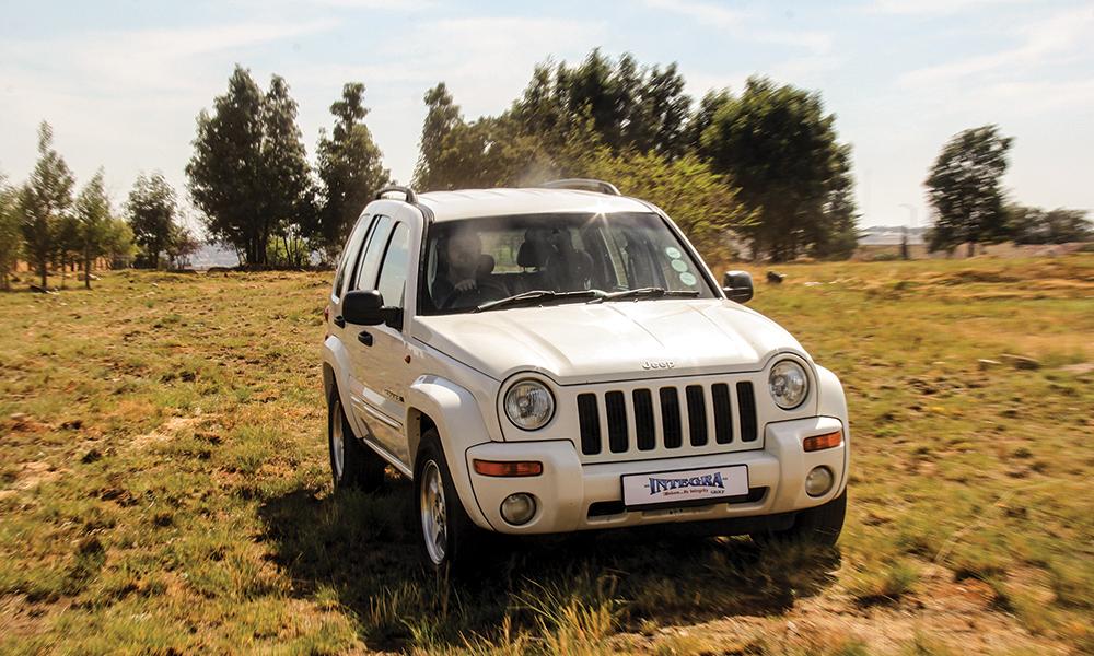 2003-jeep-cherokee-3-7-v6-limited-01
