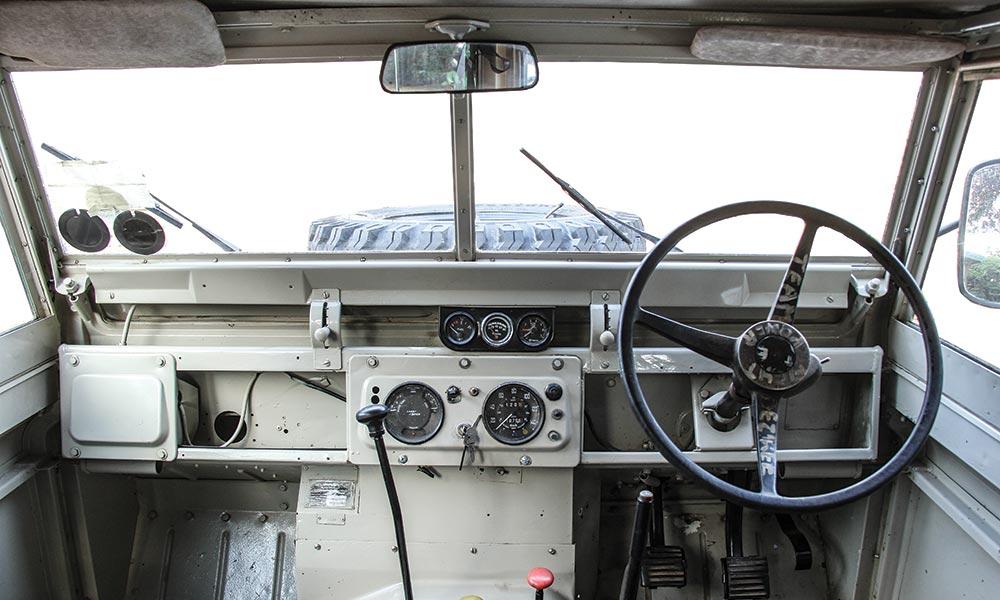 land-rover-109-02