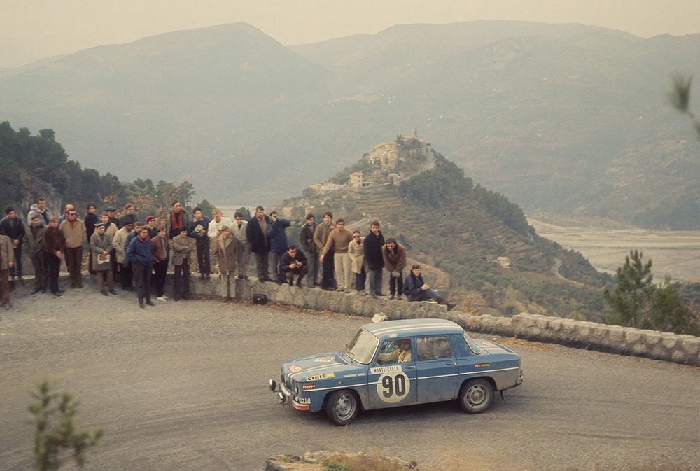 renault-enters-four-renault-8-gordinis-in-the-2017-rallye-monte-carlo-historique-15h00-250117-7