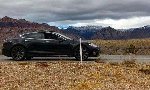 Tesla driver stranded after keyless smartphone app loses service