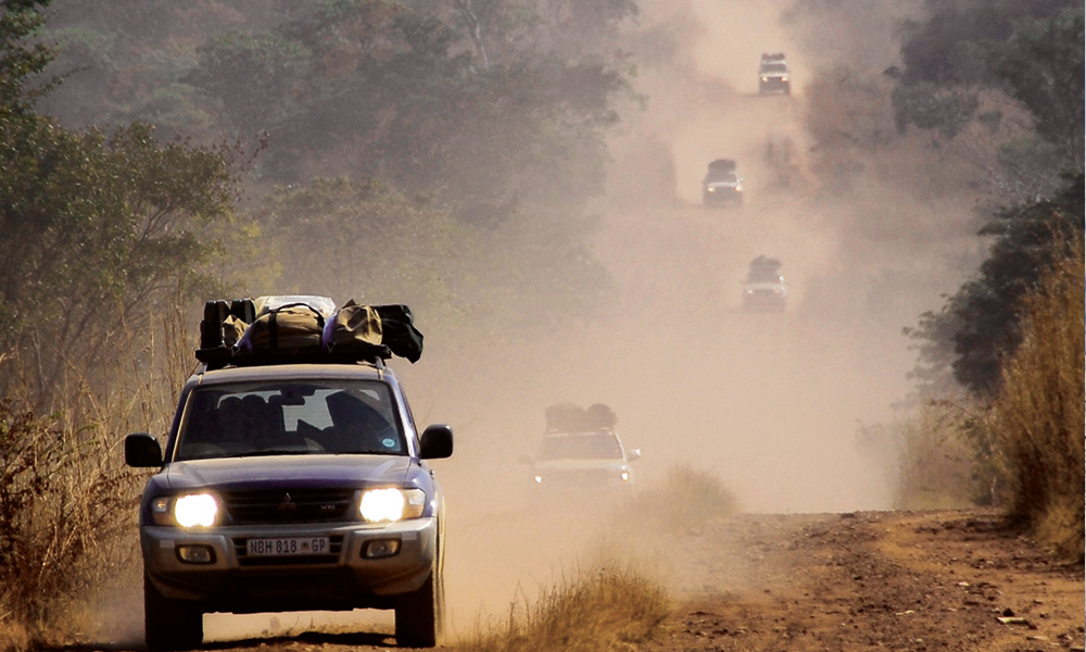 Andre leading a long (and dusty) convoy in his 80-Series Land Cruiser.