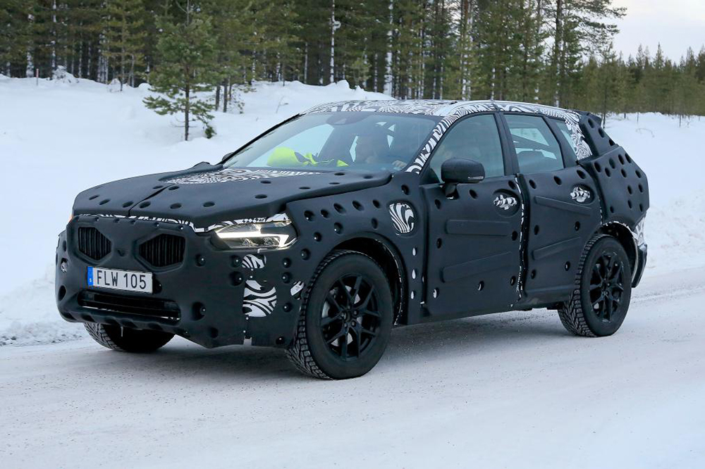 A spy shot of the XC60 during testing.