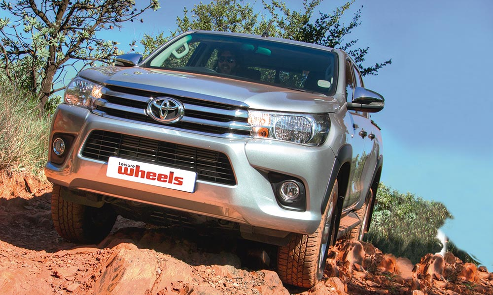 OFF-ROAD TEST: 1979 Toyota Hi-Lux versus 2017 Toyota Hilux - Leisure
