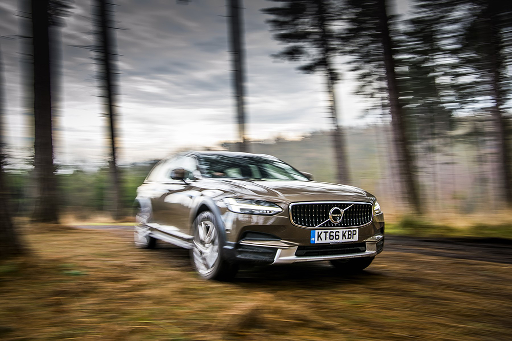 new volvo v90 cross country is here in sa leisure wheels. Black Bedroom Furniture Sets. Home Design Ideas