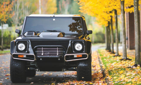 A Rare American Spec 1990 LM002, Lamboghiniu0027s First SUV, Has Been Auctioned  Off In New York For $467 000 (about R 6 373 300).