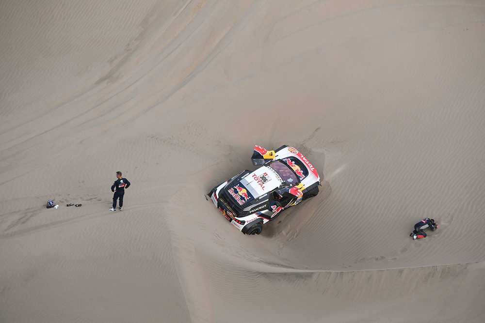 dakar stage five loeb out and toyota fights on leisure wheels. Black Bedroom Furniture Sets. Home Design Ideas