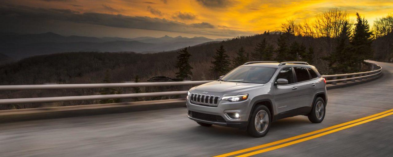 Facelifted Jeep Cherokee drops its slim headlights